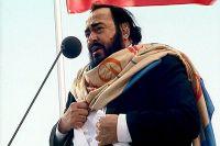 O Sole Mio исполняли многие знаменитые певцы, один из них - Лучано Паваротти.