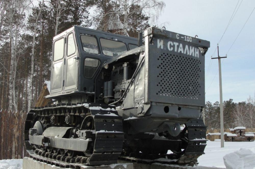 А вот еще один раритет. Этот трактор в ближайшее врем ятоже преобразится.