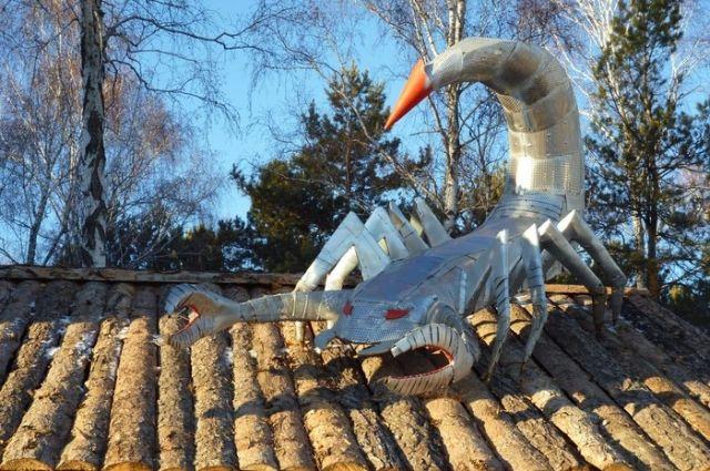 Устрашающего скорпиона собрали из барабанов отслуживших свой век стиральных машин.