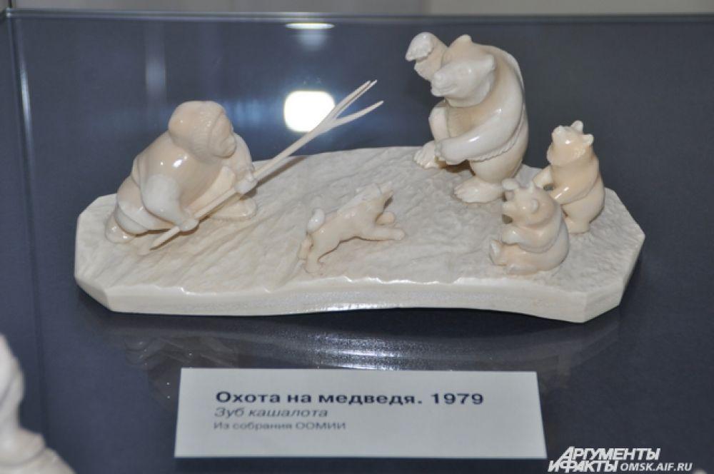 Работы омского художника-костореза Александра Синицких.