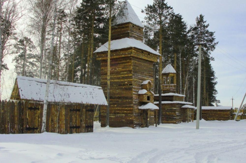 Башня напоминает традиционную архитектуру сибирских острогов.