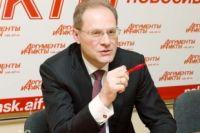 Освобожденный от должности губернатора НСО Василий Юрченко.