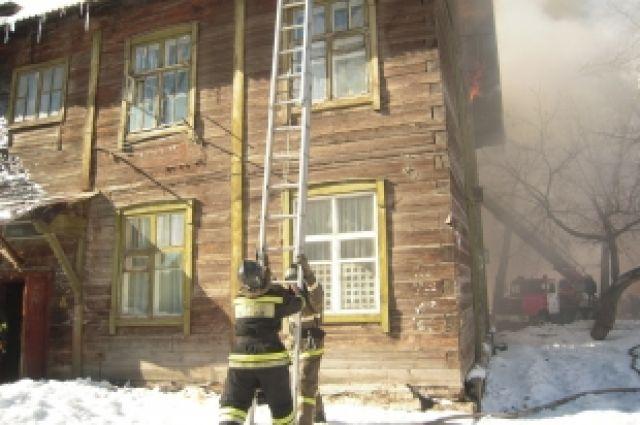 Горящий барак на улице Костычева.