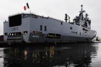 Французский военный корабль-вертолётоносец класса Mistral пришвартовался на набережной имени Лейтенанта Шмидта.