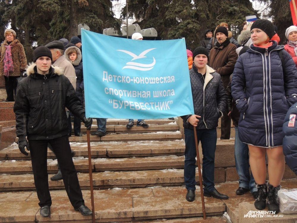 На митинг пришли студенты многих учебных заведений города.