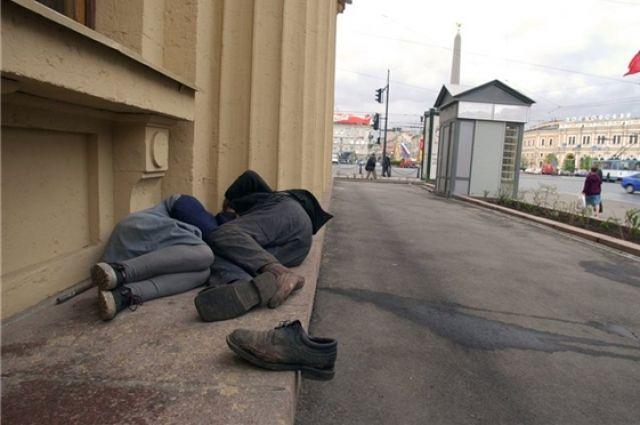Полицейские помогли омским бездомным.