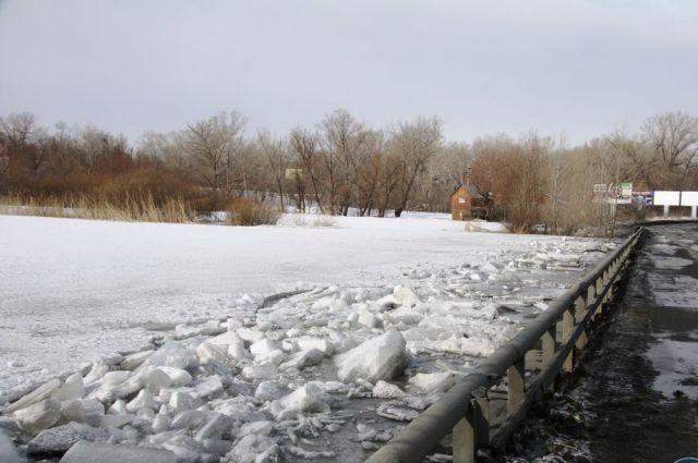На Среднем Урале, спасая мосты, взрывают лед