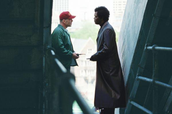 Вместе с Сэмюэлем Л. Джексоном Брюс Уиллис играет в четырёх фильмах: «Заряженное оружие», «Криминальное чтиво», «Крепкий орешек 3: Возмездие» и «Неуязвимый». В двух из них Брюс Уиллис играет Джона МакКлейна.