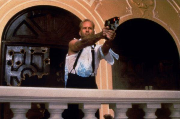 В 1997 году Брюс Уиллис побил собственный рекорд по количеству убитых – от рук Корбена Далласа погибло свыше 30 мангалоров (точное количество определить невозможно), злобных инопланетян, стремившихся поработить Землю.