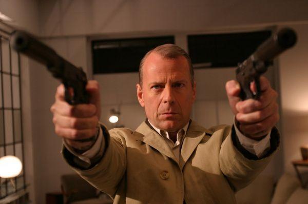 Брюс Уиллис играл наёмных убийц в фильмах «Шакал», «Девять ярдов», «Десять ярдов» и «Счастливое число Слевина». Наибольшего «успеха» на этом поприще он добился в последнем фильме – наёмник по кличке Добрый Кот убил 11 человек.