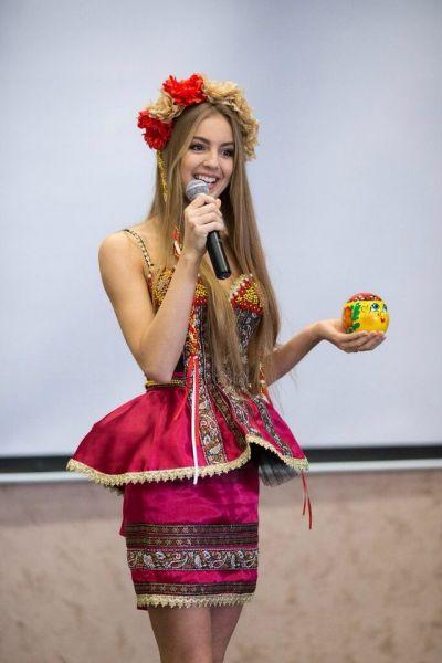 На конкурсе национальных костюмов  «Мисс Россия-2014»  она представила символ города – Колобка.