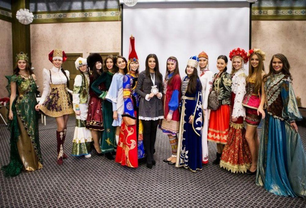 Во время «Мисс-Россия-2014» - демонстрация национального костюма.