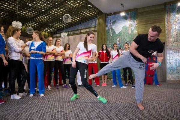 Мастер-класс  по карате – приехал двукратный чемпион мира по карате, кандидат в мастера спорта, тренер фитнес-клуба Александр Савельев.