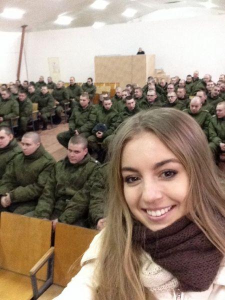 Во время конкурса российские красавицы посетили военных.
