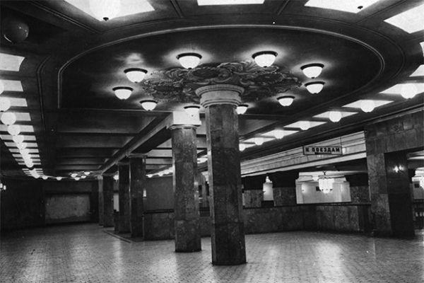 Вход на станцию метро «Комсомольская» в 1935 году.