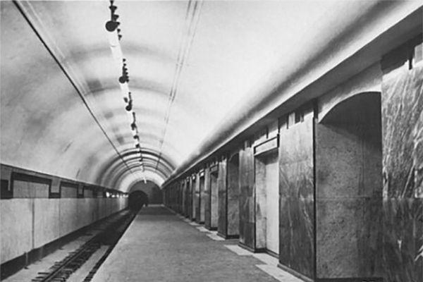 Станция метро «Чистые пруды».