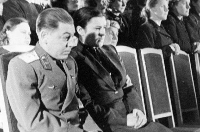 Василий Сталин с супругой.