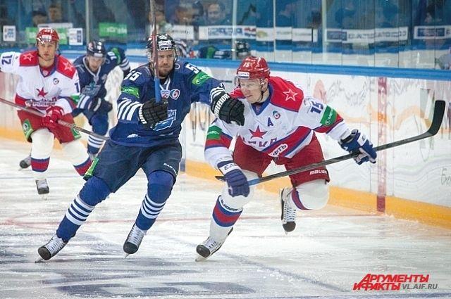 Феликс Шютц (55 номер) играет агрессивно, зато результативно.