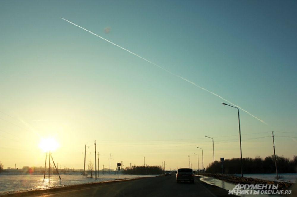 Возможно, этот самолет увозит оренбуржцев в теплые края, где они отдохнут и вернутся домой уже в настоящую весну.