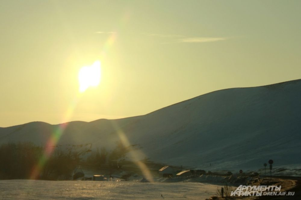 Солнце в горах светит уже совсем по-весеннему.