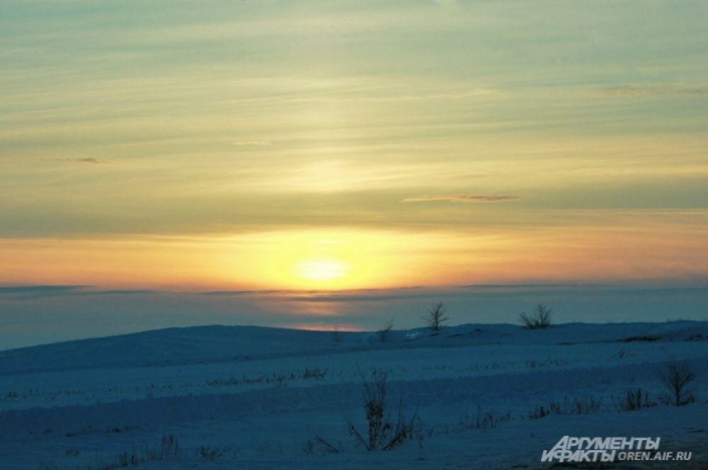 """Закат в степи - """"холодное"""", но эффектное зрелище."""