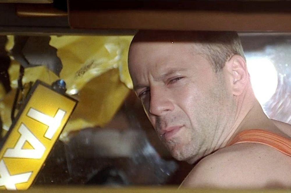 В фильме «Пятый элемент» главный герой, служивший прежде в элитных войсках, после увольнения устраивается работать таксистом – именно на работе Корбен Даллас и повстречал Лилу.