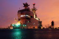 Взлётная палуба французского военного корабля-вертолётоносца класса «Мистраль».
