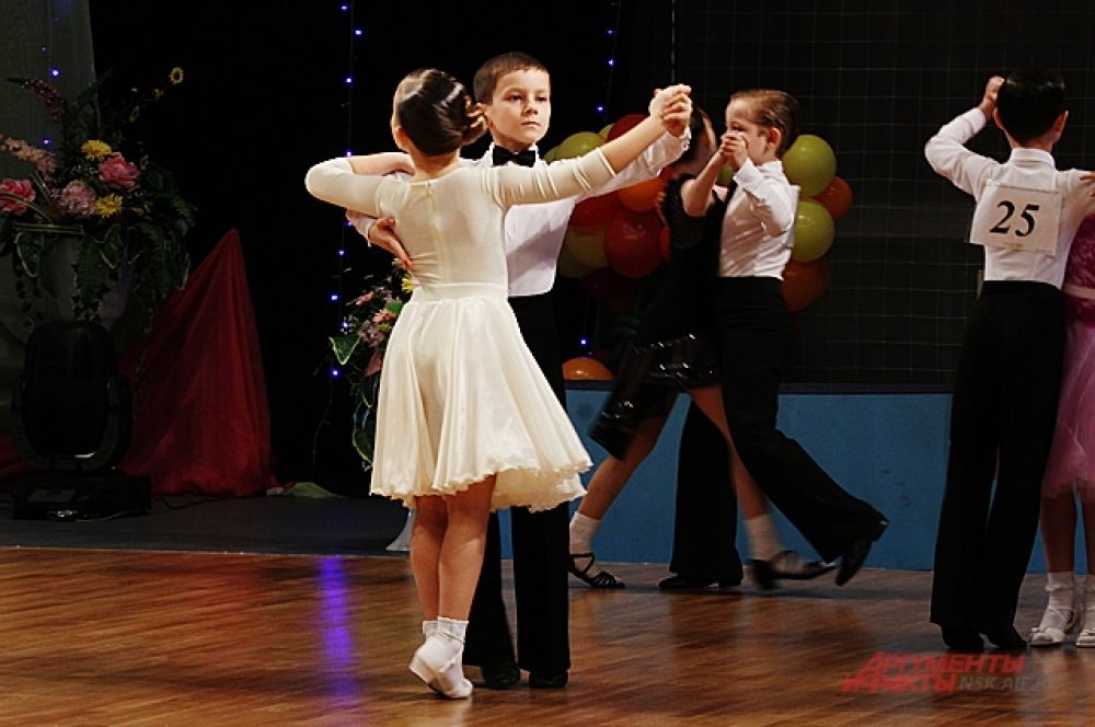 Современные и бальные танцы в Новосибирске очень популярны.