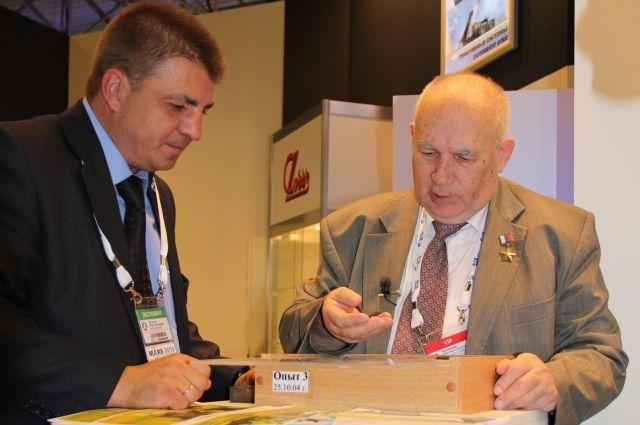 Николай Макаровец (справа).