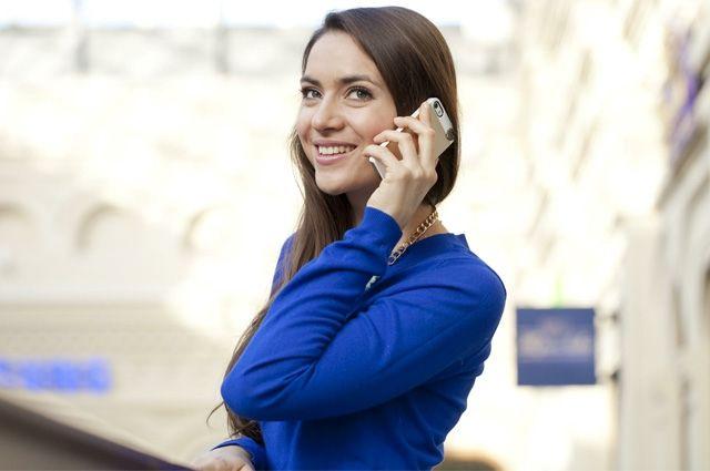 С приближением лета телефонные переговоры заменяются на межличностное общение.