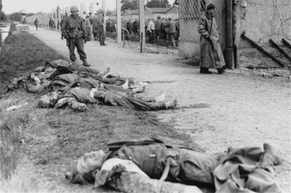 Через какое-то время нацисты предприняли попытку к бегству, и по ним был открыт огонь на поражение. В общей сложности американские солдаты застрелили более 500 немцев. Ещё 40 надзирателей «Дахау» были забиты до смерти освобождёнными заключёнными.