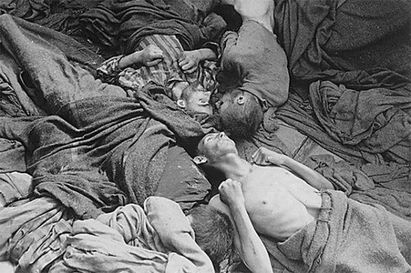 Территория «Дахау» была окружена высокой стеной. Она не только препятствовала побегу заключённых, но и была призвана скрыть от посторонних глаз ужасы, творившиеся там.