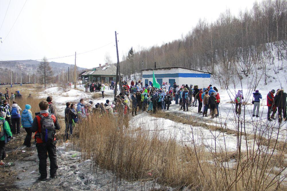 Добирались до Ангосолки участники в 4 вагонах электрички.