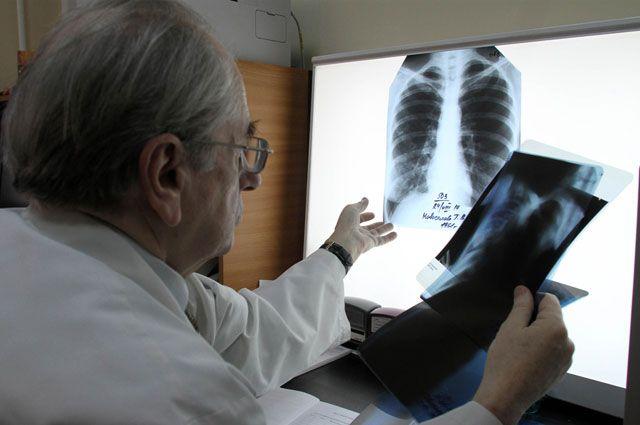 В Омске больная туберкулёзом мать не хочет вести детей на обследование.
