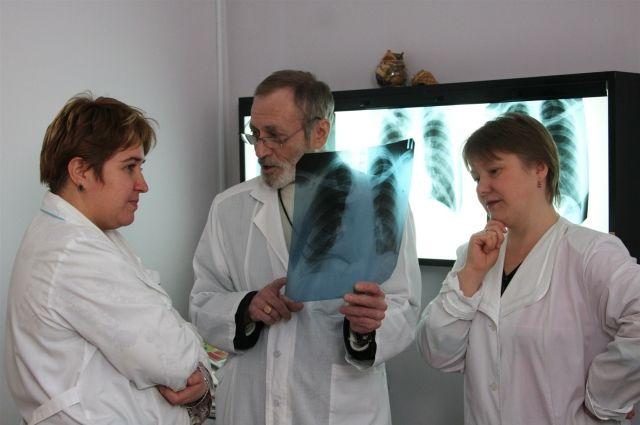 На ранних стадиях туберкулез лечить легче.