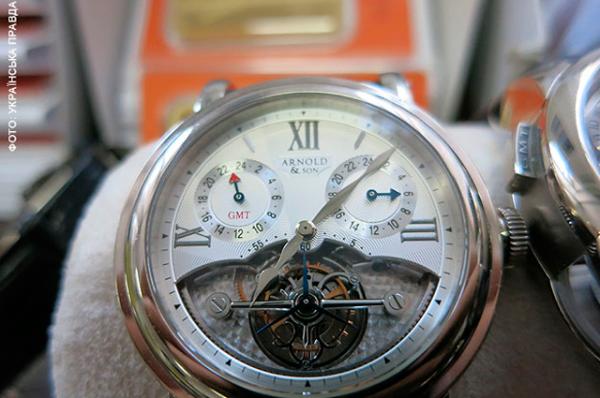 Часы Arnold&Son с турбийоном. На специализированных сайтах можно найти такой за 245 тысяч долларов или 180 тысяч евро