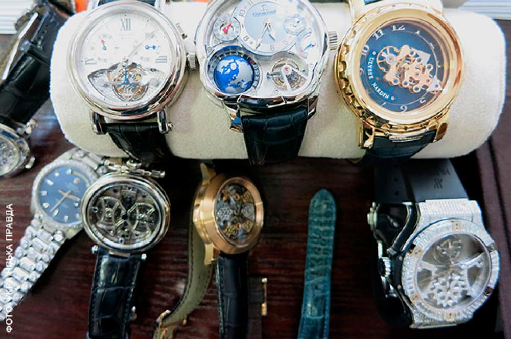Коллекция дорогих наручных часов насчитывала 16 экземпляров