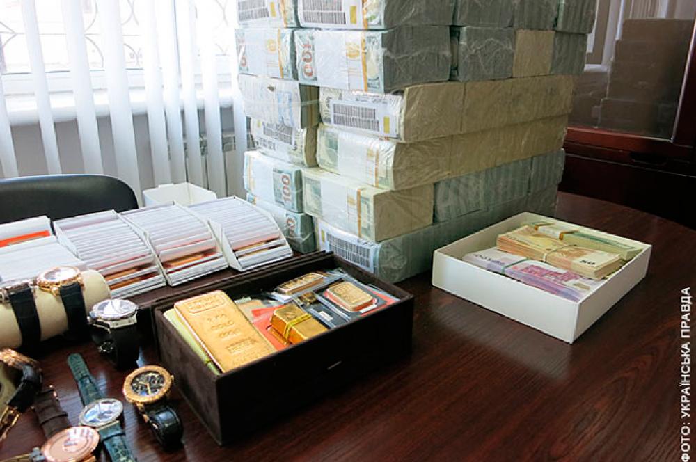 Изъятые Генпрокуратурой и милиционерами драгоценности экс-министра