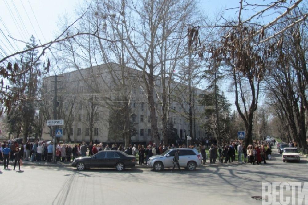 Очереди за оформлением российских паспортов в Крыму