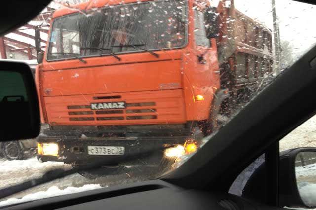КАМАЗ и пассажирская маршрутка попали в ДТП.