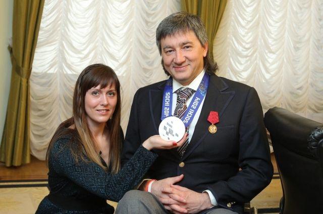 Дубровский вручил кёрлингисту Романову 2 миллиона за «серебро» Паралимпиады