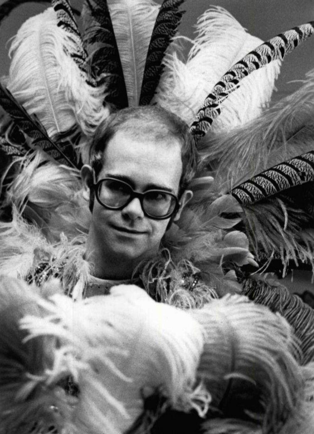 Элтон Джон перед концертом в 1975 году.