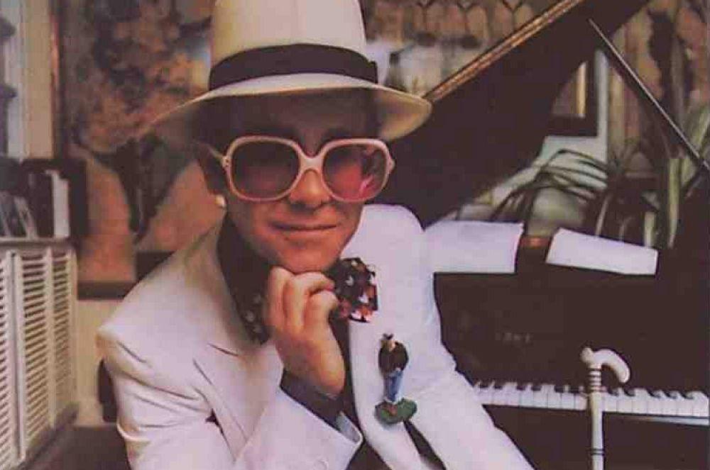 Фрагмент обложки сборника хитов Элтона Джона, 1972 год.