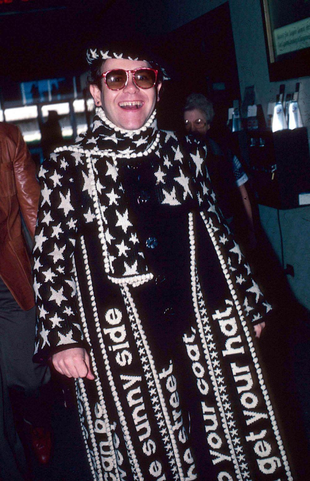 Элтон Джон в аэропорту Нью-Йорка, 1982 год.