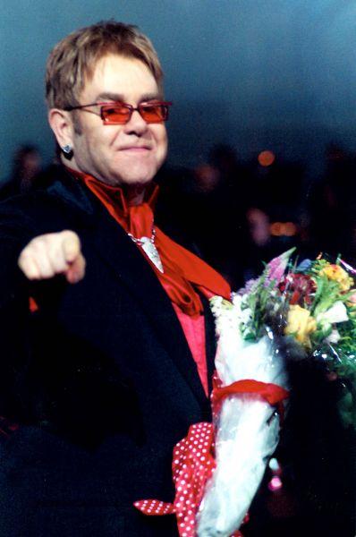 Элтон Джон на концерте в Нью-Йорке, 2004 год.