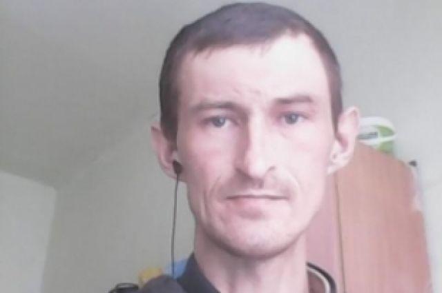 На фото: мужчина, объявленный в розыск