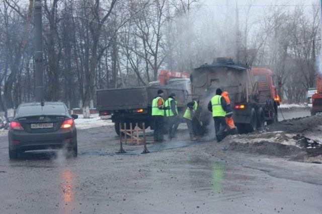 Заделывать ямы и выбоины на дорогах столицы Урала будет рециклер