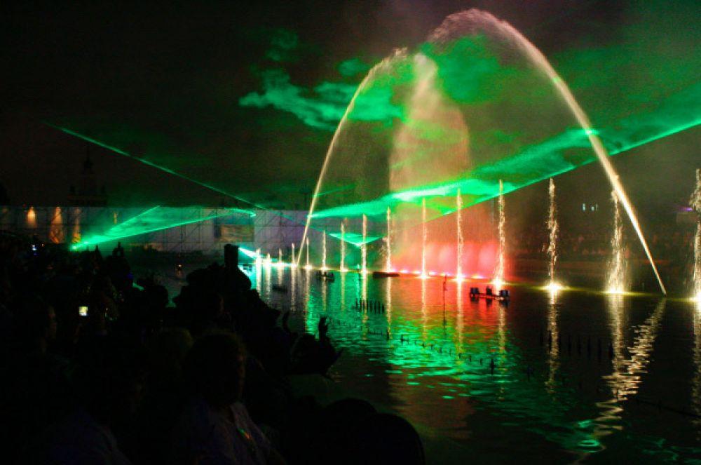 Открытие водного шоу «Танцующие фонтаны», 2007 год.