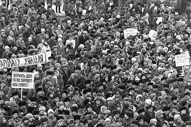 Происходящее в стране в 1991 году напоминало революцию.