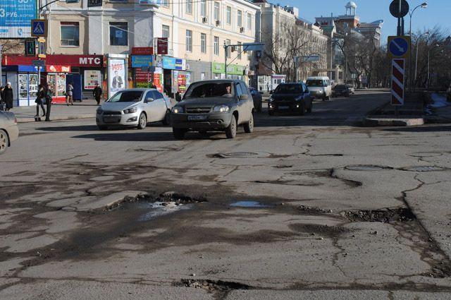 Вот такие они – дороги в самом центре города. Эх, инновации-нанотехнологии...